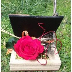 Libro y rosa natural