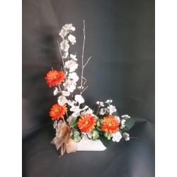 Jardinera con flor de almendro