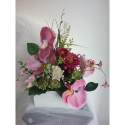 Jardinera  con flor artificial