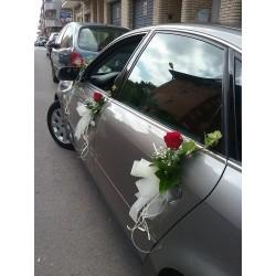 Rosa roja coche novios