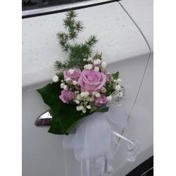 Rosas lilas coche novios