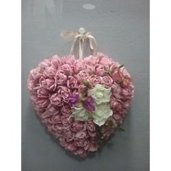 Corazón de flor artificial