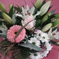 Bouquet en rosas y blancos