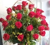 En nuestras floristerías encontraras rosas y rosales